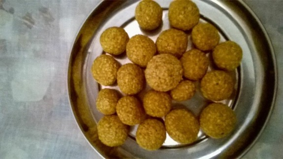 Til ki Laddu or Til er Naru