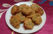 Dhone Patar Bora or Coriander Leaves Fritters